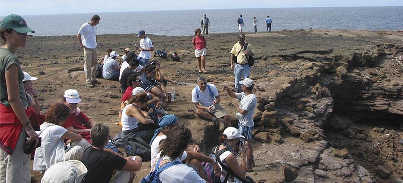 En Alegranza, de guía con una excursión organizada por los profesores de la Escuela de Turismo (2006)